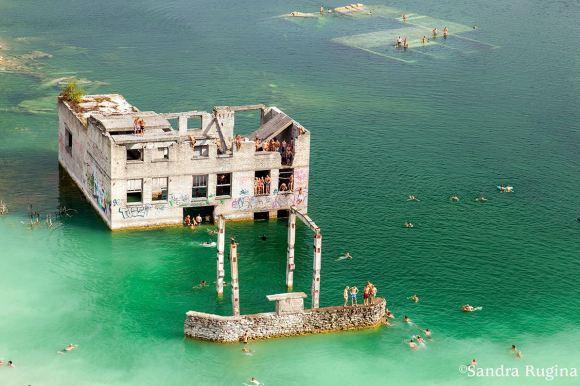 underwater-prison